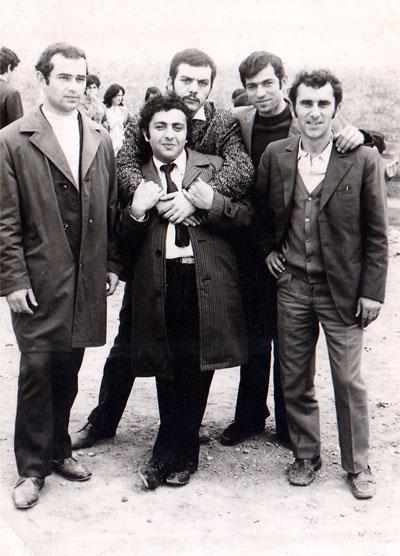 Ձախից՝ Արծրուն Հարությունյան, Սամվել Բեգլարյան, Ֆրունզիկ Մամյան,Միշա Մուրադյան: Կենտրոնում՝ Իգնատ Մամյան: